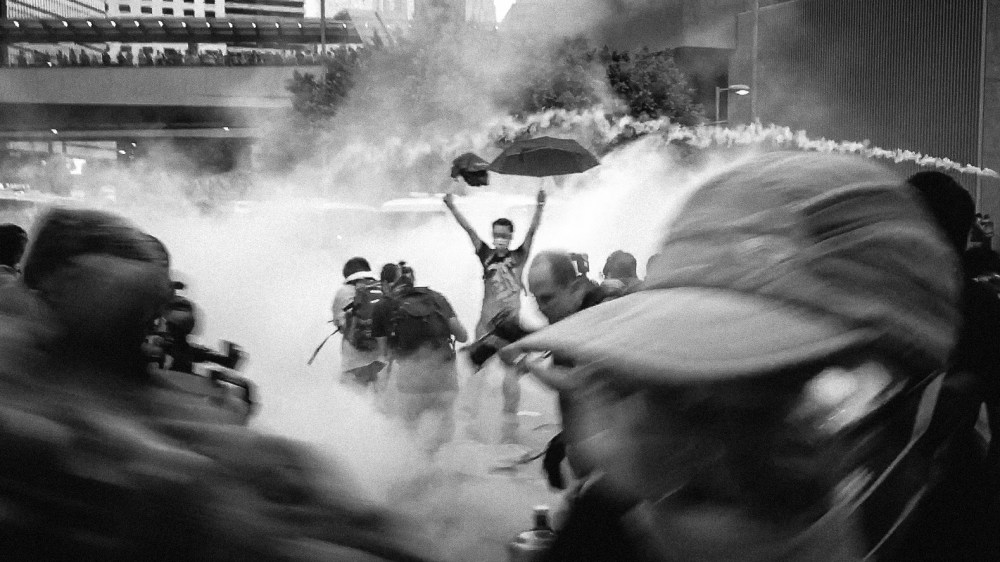 2014_hong_kong_umbrella_revolution_as_police_attacked_peaceful_demonstrators_with_tear_gas_e9a699e6b8afe6b8a3e68993e99da9e591bde4b98be5928ce5b9b3e68a97e8adb0e79a842