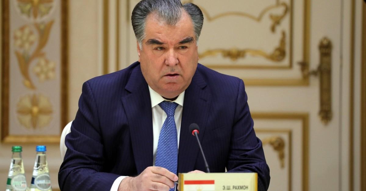 Un primo piano del presidente del Tajikistan Emomali Rahmon