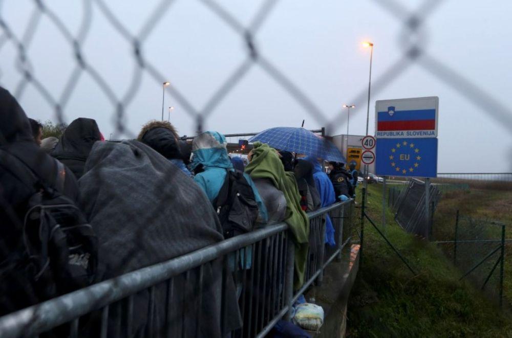 2015-10-19t101435z_1_lynxnpeb9i0jz_rtroptp_3_europe-migrants-balkans