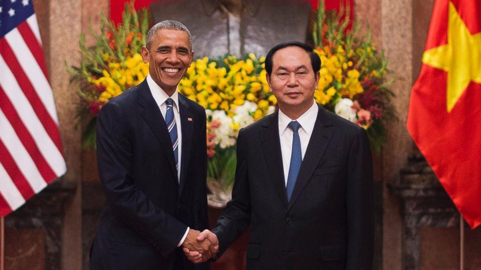 Gty_obama_vietnam_er_160524_16x9_992