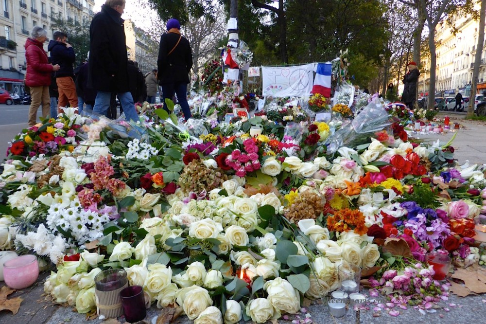 Bataclan-flowers-924.jpg