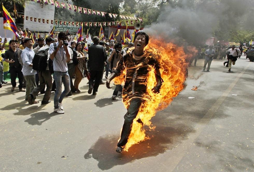 monaco si da fuoco.jpg