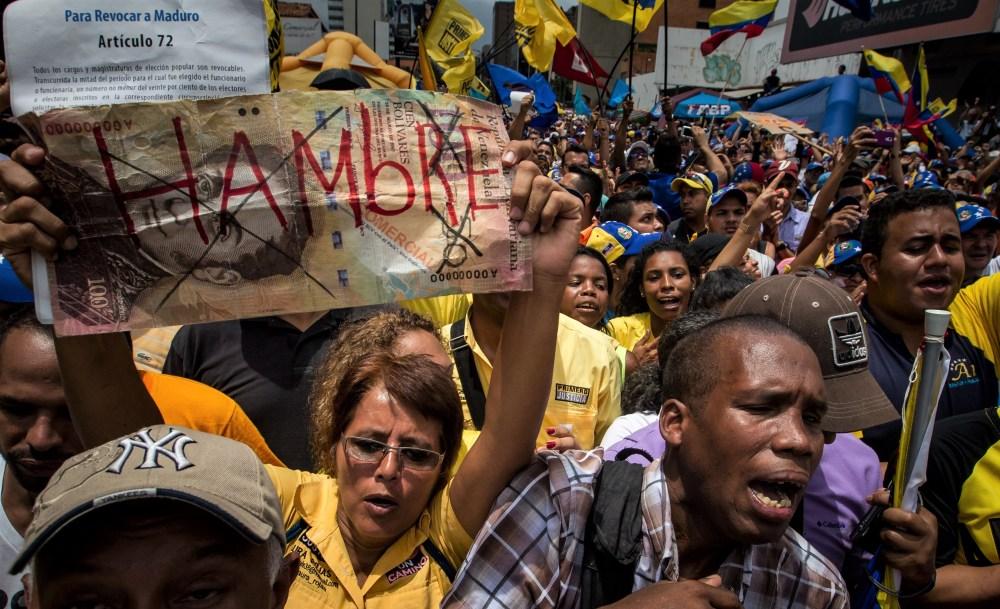 OPOSICIÓN VENEZOLANA SE CONCENTRA EN CARACAS PARA APURAR REVOCATORIO