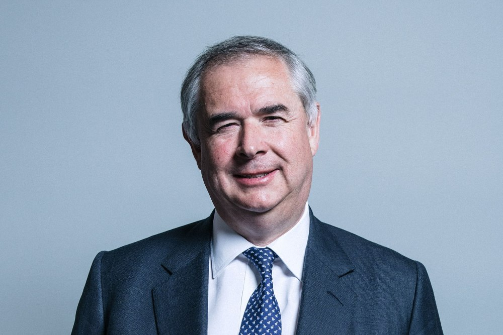 Official_portrait_of_Mr_Geoffrey_Cox.jpg