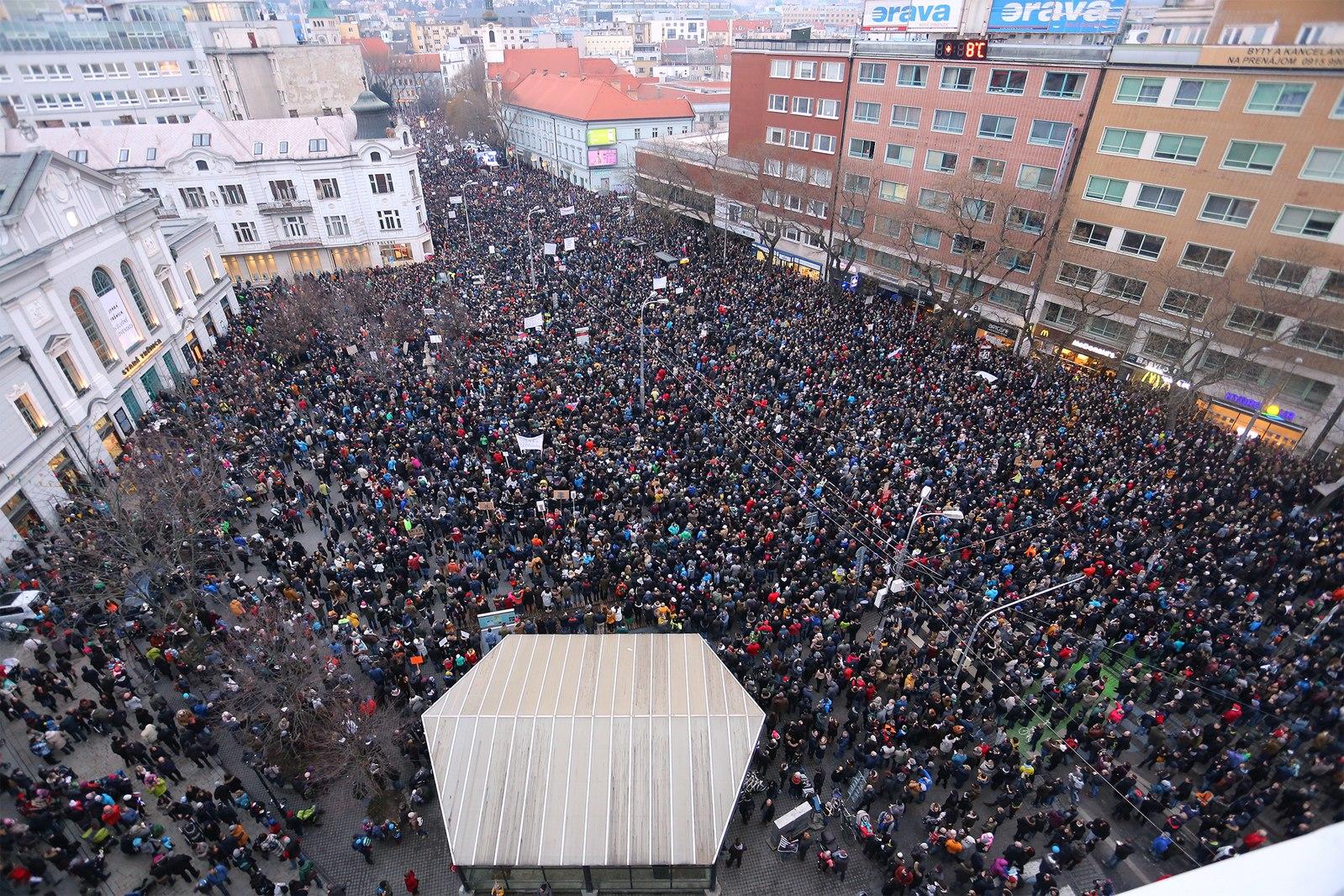 Protest_po_vražde_Jána_Kuciaka_a_Martiny_Kušnírovej,_9._marca_2018.jpg