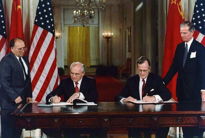 Gorbachev_Bush_19900601.jpg