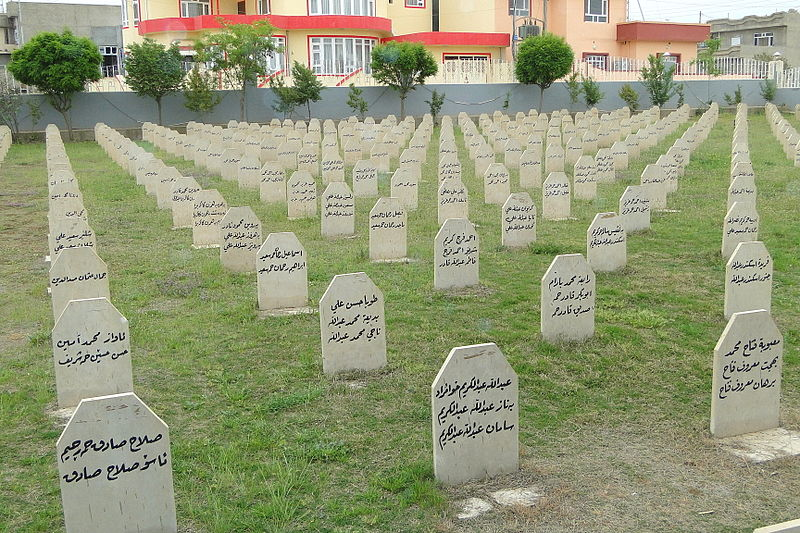 800px-Family_Graves_for_Victims_of_1988_Chemical_Attack_-_Halabja_-_Kurdistan_-_Iraq
