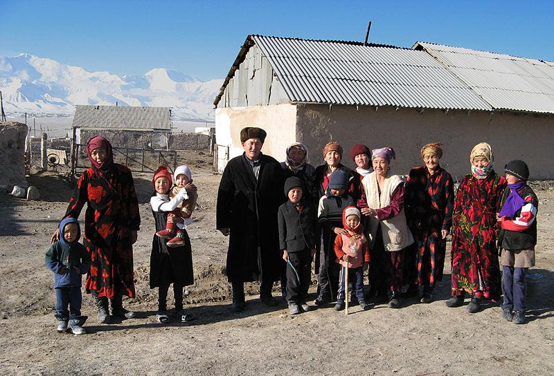 800px-Kyrgyz_family_Sary-Mogol