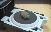 Un modello d'argilla durante il processo di scansione.