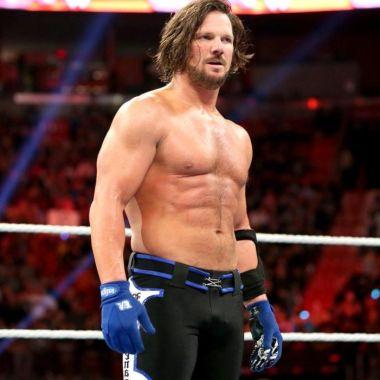 AJ Styles Ayuda exámenes WWE