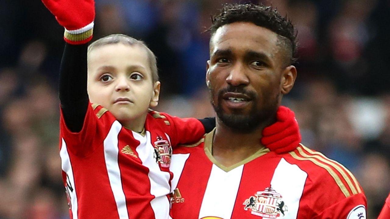 Bradley Lowery, Fallece, Sunderland, Jermain Defoe, cáncer terminal, niño, Premier League, llora, conferencia