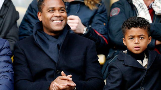 Patrick Kluivert, hijo, 9 años, firma contrato, Shane Kluivert, PSG, Fuerzas básicas, figura, Nike,