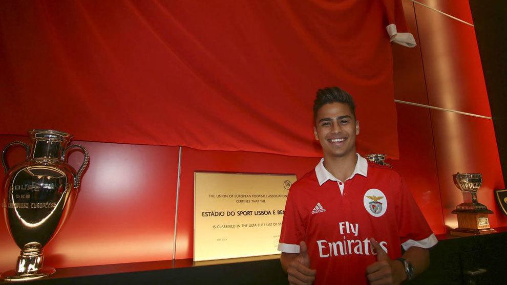 Paolo Medina, mexicano, firma, benfica, equipo sub-19, defensa, nominado