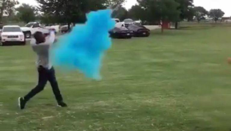 batazo, beisbolista, sexo de su hijo, Torii Hunter, beisbol, sorpresa, pelota, polvo azul