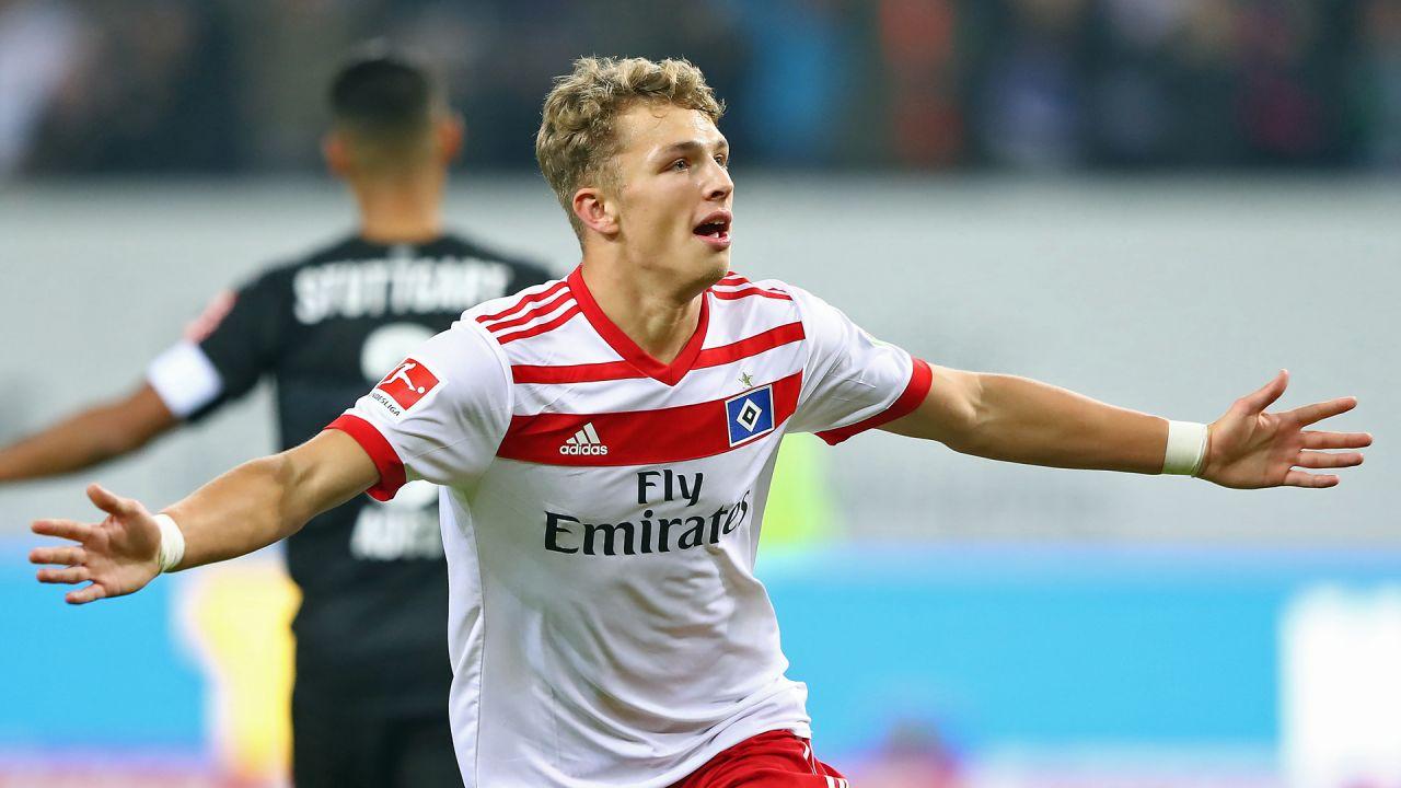Jann-Fiete Arp, futbolista, menor de edad, no puede jugar en la noche, alemán, alemania, bundesliga, Hamburgo, permiso especial, jugar en la noche