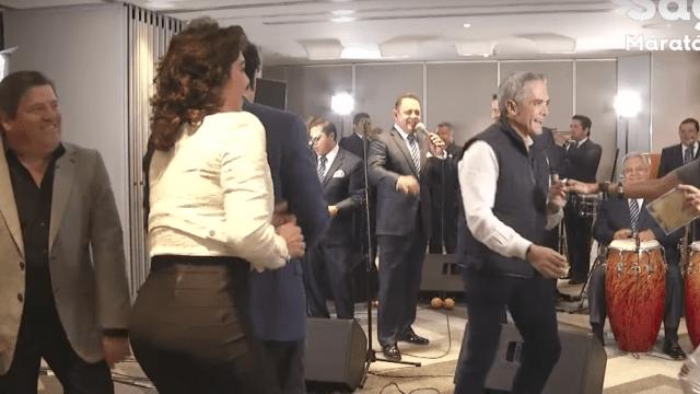 """Miguel """"Piojo"""" Herrera, baila ,cumbia, Adela Micha, Miguel Mancera, entrenador, América, Saga Live, Youtube"""