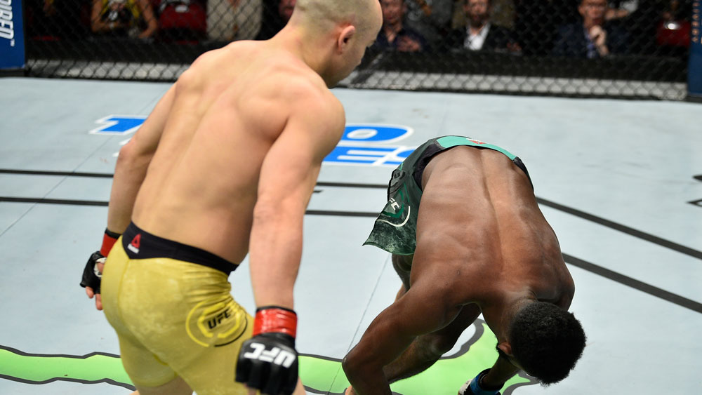 UFC nocaut video rodillazo Aljamain Sterling Marlon Moraes