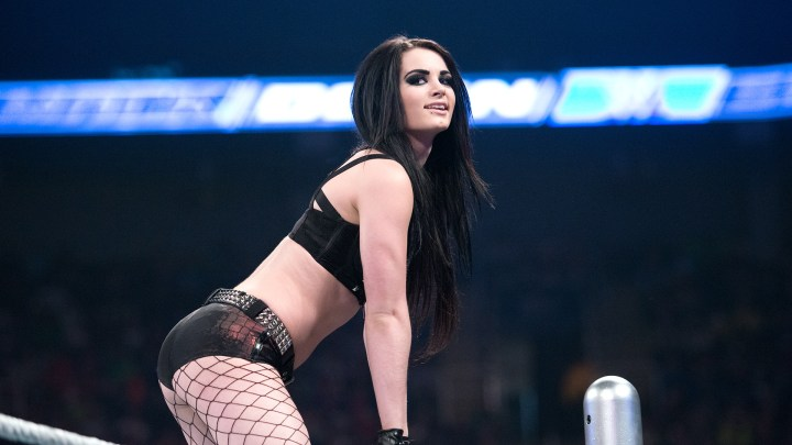 Paige retiro WWE lesión Sasha Banks video