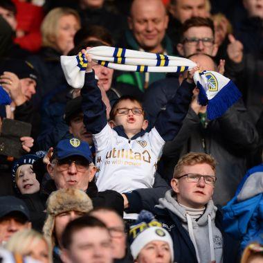 Aficionados, juntan, firmas, change.org, contra, nuevo, escudo, Leeds United, Segunda División, Inglaterra