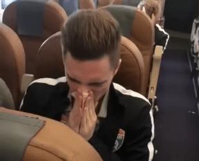Jugador ruso limpiar nariz mocos billete dinero