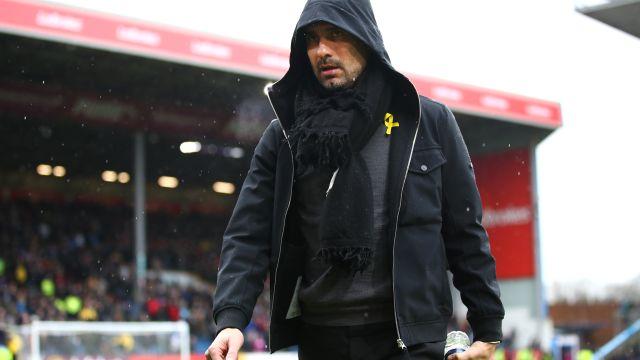 Abren expediente a Guardiola por mensajes políticos en su indumentaria