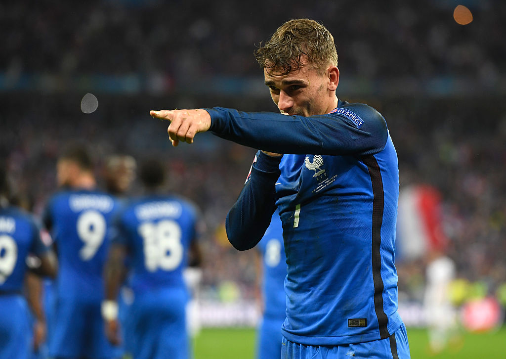 PARIS, FRANCE - JULY 03: Antoine Griezmann of France celebrates scoring his team's fourth goal during the UEFA EURO 2016 quarter final match between France and Iceland at Stade de France on July 3, 2016 in Paris, France. (