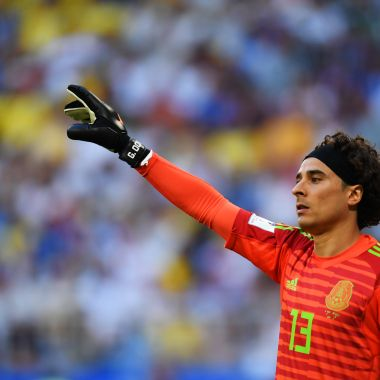 Otro equipo mediano de Europa busca a Guillermo Ochoa