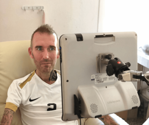 Fernando Ricksen Comunica Stephen Hawking Video Los Pleyers