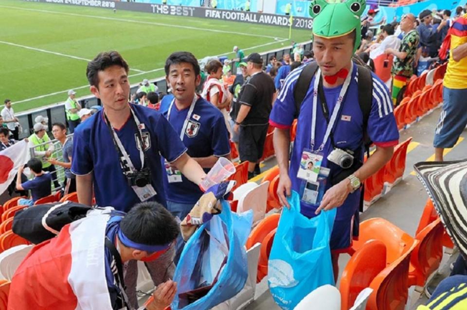 Rusia 2018 Japoneses Limpian Basura Mundial Ejemplo