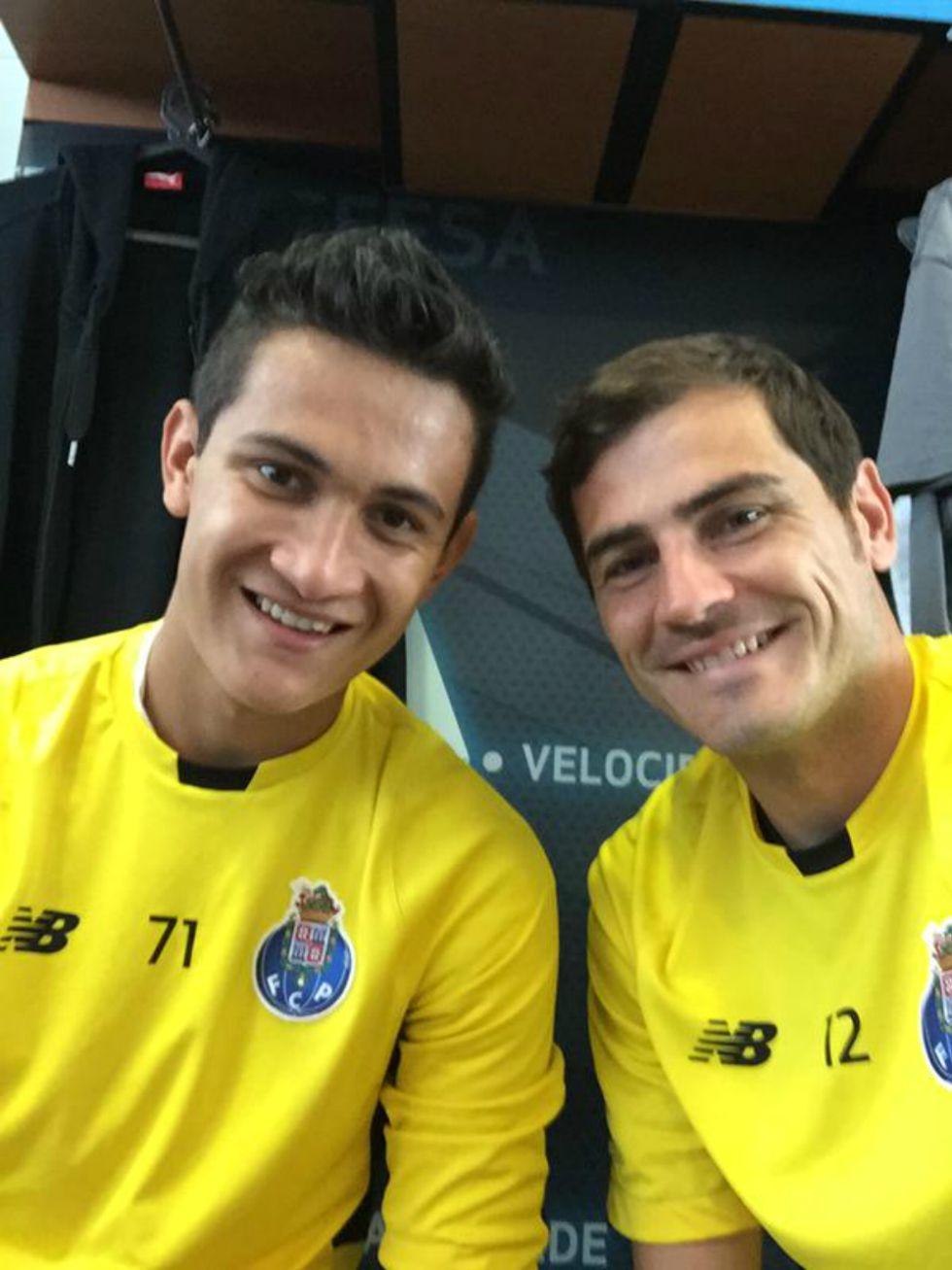 Raúl Gudiño, Iker Casillas, Chivas, Clásico