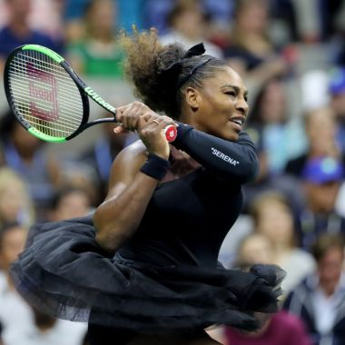 Serena Williams canta en topless por las mujeres [Video]