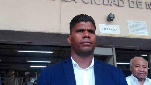 Huelga de Hambre, Adalid Maganda, Árbitro, Mexicano