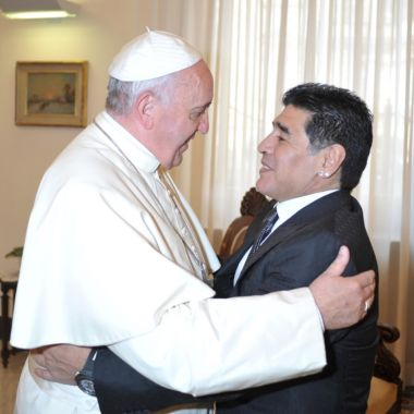 Maradona Anecdota Papa Francisco Arrodillarse Abogado Matías