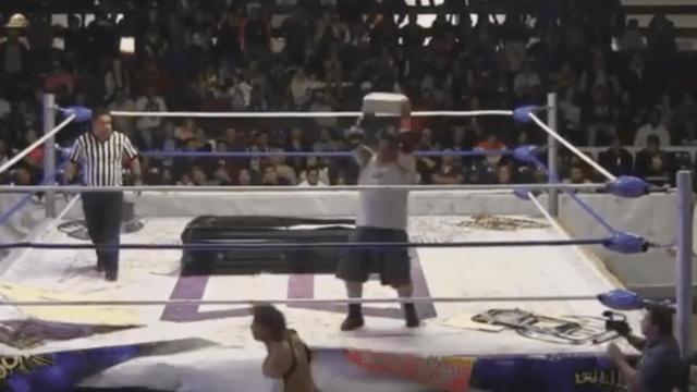 Luchador Inconsciente Golpeado Tabique El Cuervo