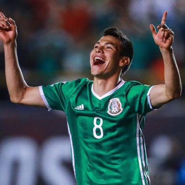 Chucky Lozano es considerado mejor jugador que Andrés Iniesta