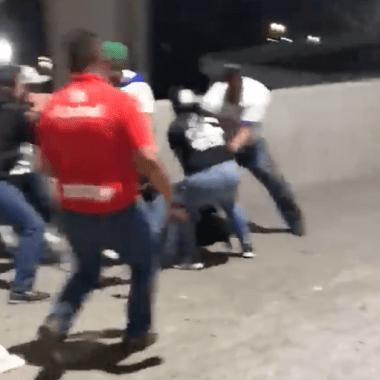 Aficionados de Cruz Azul golpean a un americanista [Video]