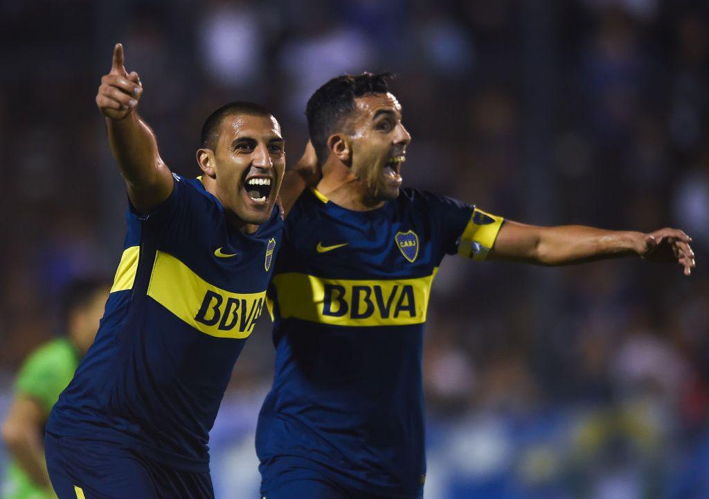 09/05/2018. Cruz Azul Wanchope Ábila Boca Juniors Refuerzo Los Pleyers, Wanchope celebra con Carlos Tévez.