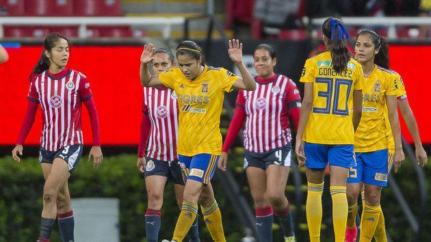 02/01/2020. Joey Barton Futbol Femenil Cambios Reglas Los Pleyers, Partido entre Chivas y Tigres.