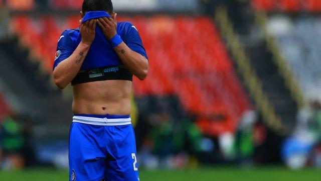 15/03/2020. Liga MX Clausura 2020 Coronavirus Vacaciones Los Pleyers, Jugador de Cruz Azul se lamenta una jugada.