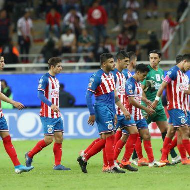 30/10/2019. Paco Gabriel De Anda Chivas Basura Equipo Los Pleyers, Jugadores de Chivas salen cabizbajos de un partido.