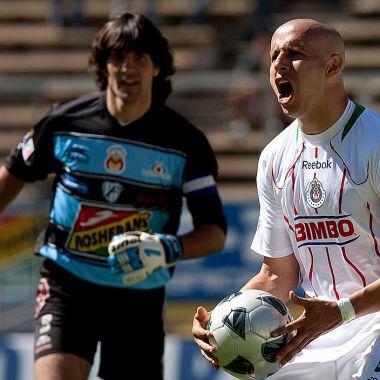 16/01/2011. América Chivas Bofo Bautista Ejemplo Los Pleyers, Adolfo Bautista festejando un gol.