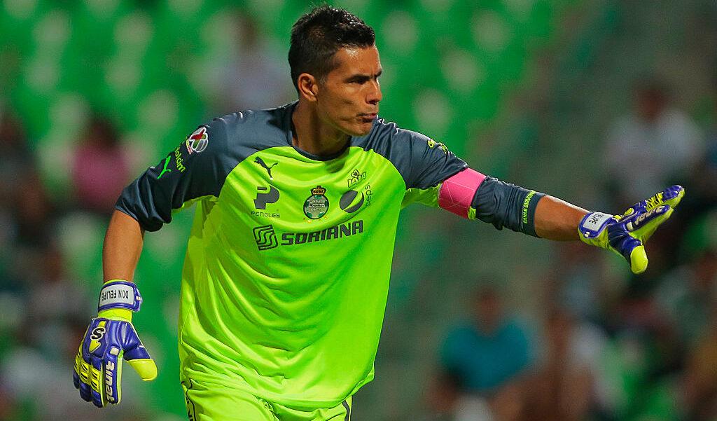 24/10/2014, Oswaldo Sánchez tenía ofertas de Europa pero no las aceptó por el salario bajo que le ofrecían