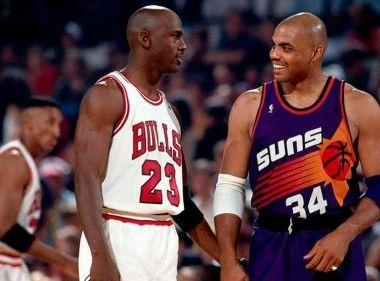 06/05/2020.Michael Jordan Charles Barkley Nba Amistad Los Pleyers, Charles Barkley y Jordan en un partido.