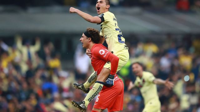 08/12/2019. Ochoa América Champions League España Los Pleyers, Ochoa y Paul Aguilar celebrando.