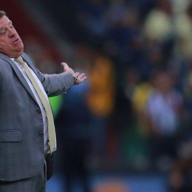 Llueven críticas a Miguel Herrera por interés del Betis 03/07/2020