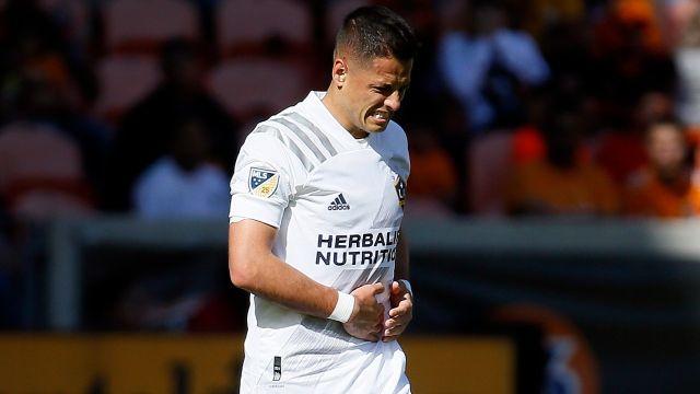Chicharito preocupa al LA Galaxy por su aparatosa lesión 02/07/2020