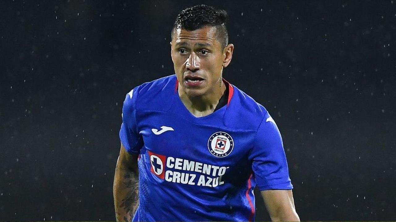Julio César Domínguez, defensa Cruz Azul, es hospitalizado