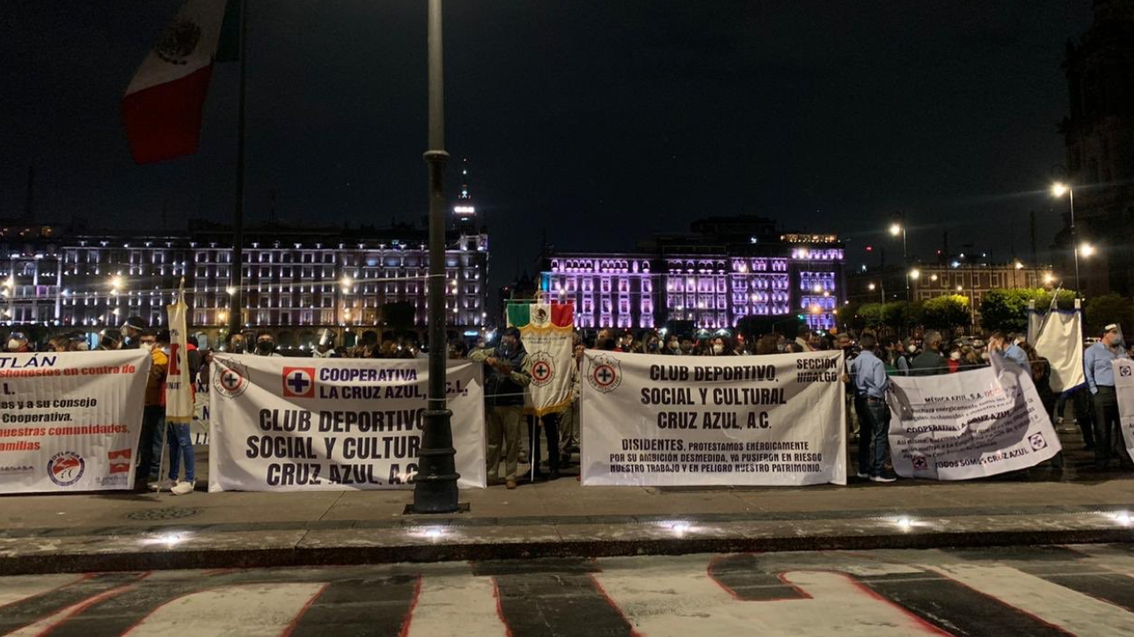 Reportan manifestación de Cruz Azul afuera de Palacio Nacional en apoyo a Billy Álvarez