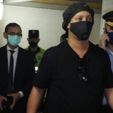 Ronaldinho queda en libertad tras estar 71 días en la cárcel