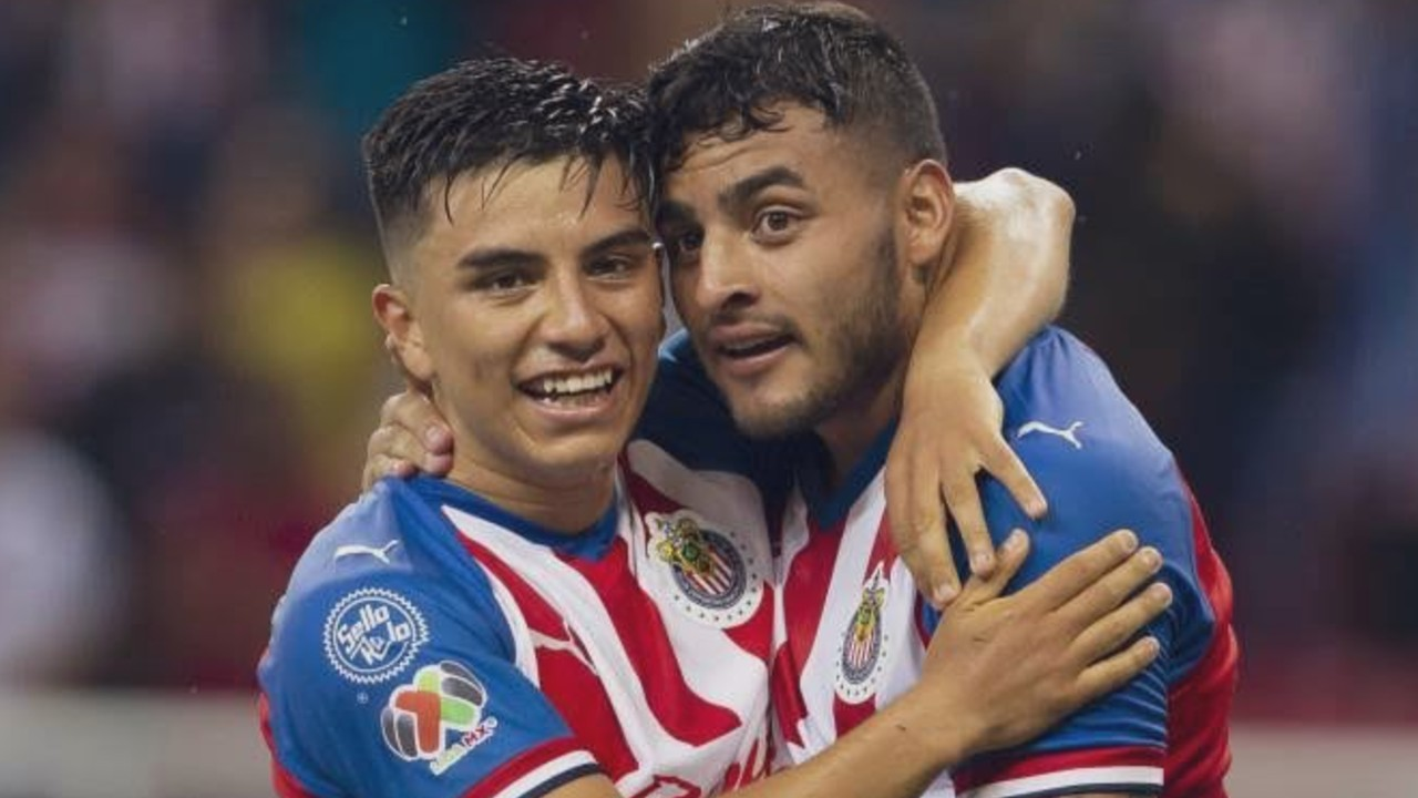 Jugadores de Chivas apoyan el negocio de Fernando Beltrán